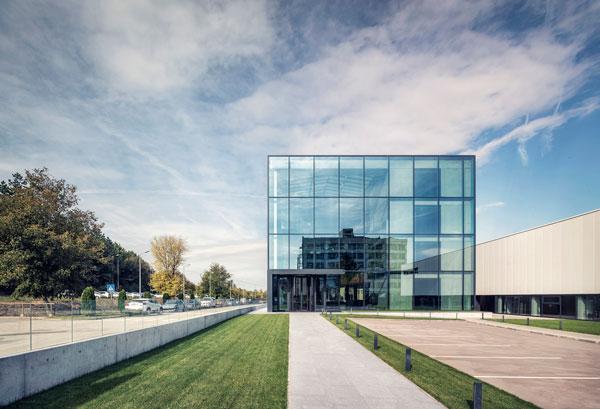 ساختمان اداری Desizo Monni