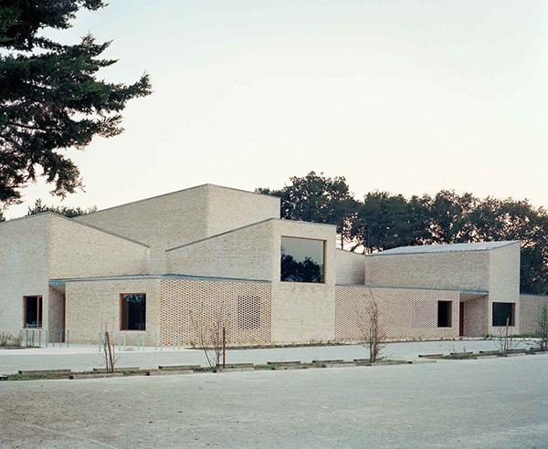 مرکز فرهنگی Pierres Blanches