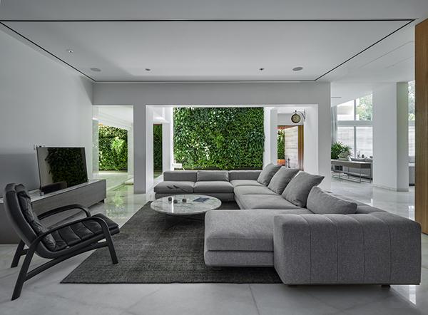 خانه سبز و سفید