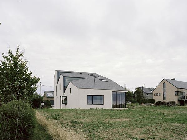 خانه ای بر تپه