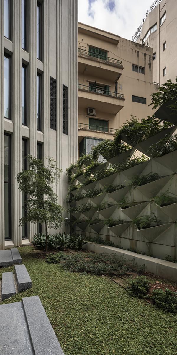 دفتر مرکزی First National Bank